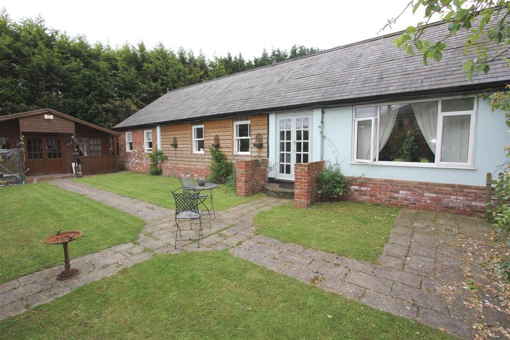 4 Bedrooms Detached Bungalow for sale in Danbury