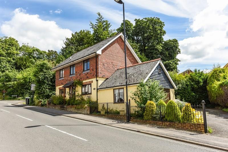 4 Bedrooms Detached House for sale in Newbury Street, Whitchurch