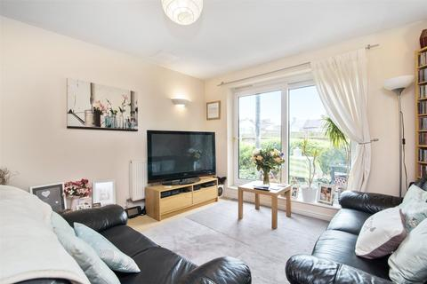 2 bedroom flat to rent - Stone Court, 11A Flint Close, London, E15