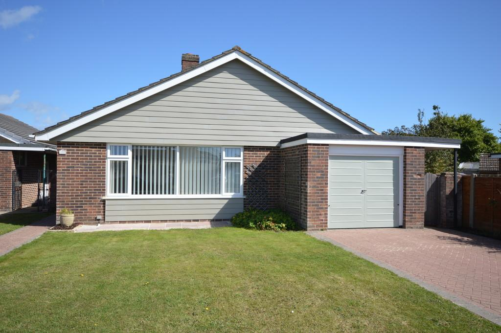 2 Bedrooms Detached Bungalow for sale in Three Acree Drive, Barton on Sea