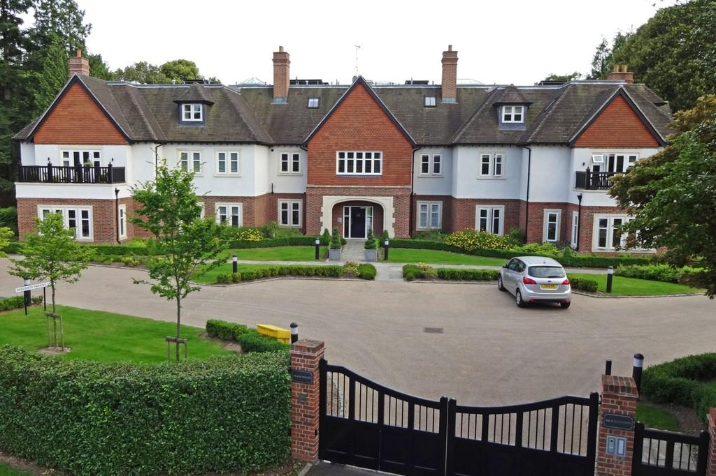 3 Bedrooms Apartment Flat for sale in Heath Drive, Walton On The Hill