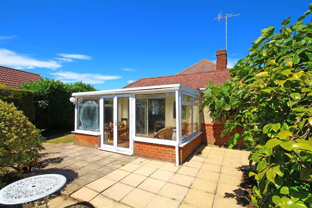 2 Bedrooms Detached Bungalow for sale in Cokeham Lane, Sompting, Lancing