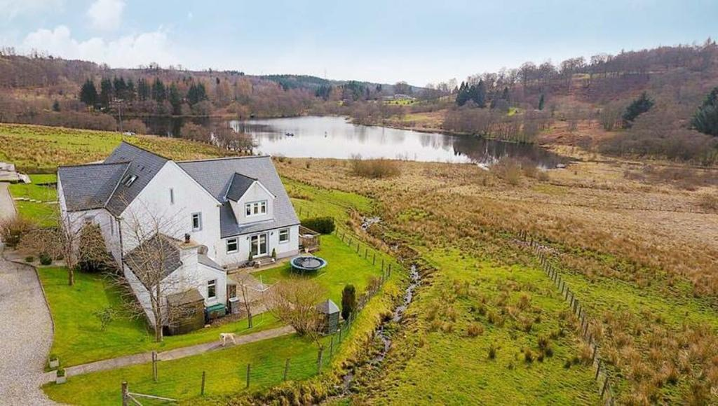 3 Bedrooms Semi Detached House for sale in Easter Carbeth, Blanefield, Stirlingshire, G63 9AS