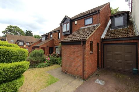 4 bedroom terraced house to rent - Gabrielle Close, Wembley, Middlesex, HA9
