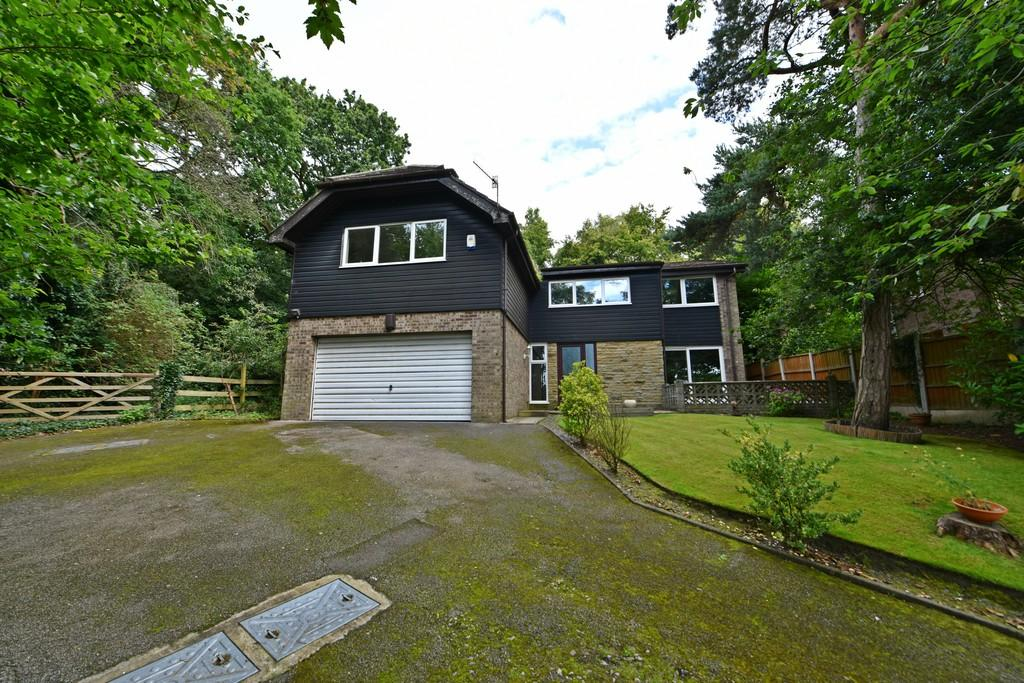 4 Bedrooms Detached House for sale in Thornhill, Granville Park West