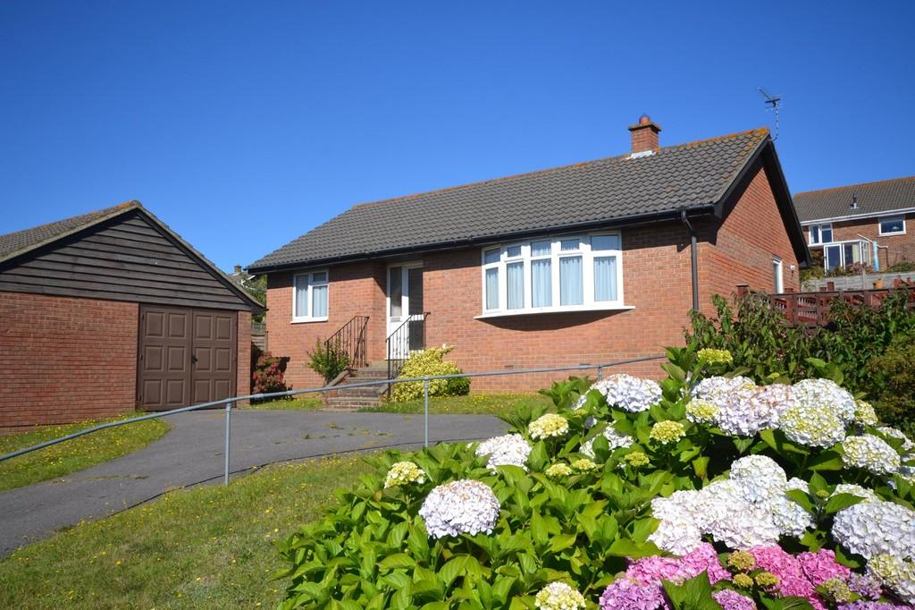 2 Bedrooms Detached Bungalow for sale in Kestrel Close, Lake