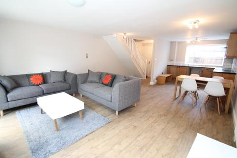 3 bedroom end of terrace house to rent - Holtdale Place, Adel