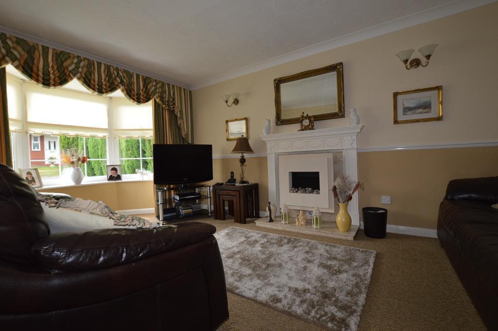 4 Bedrooms Detached House for sale in Sworder Close, Luton, LU3 4BJ