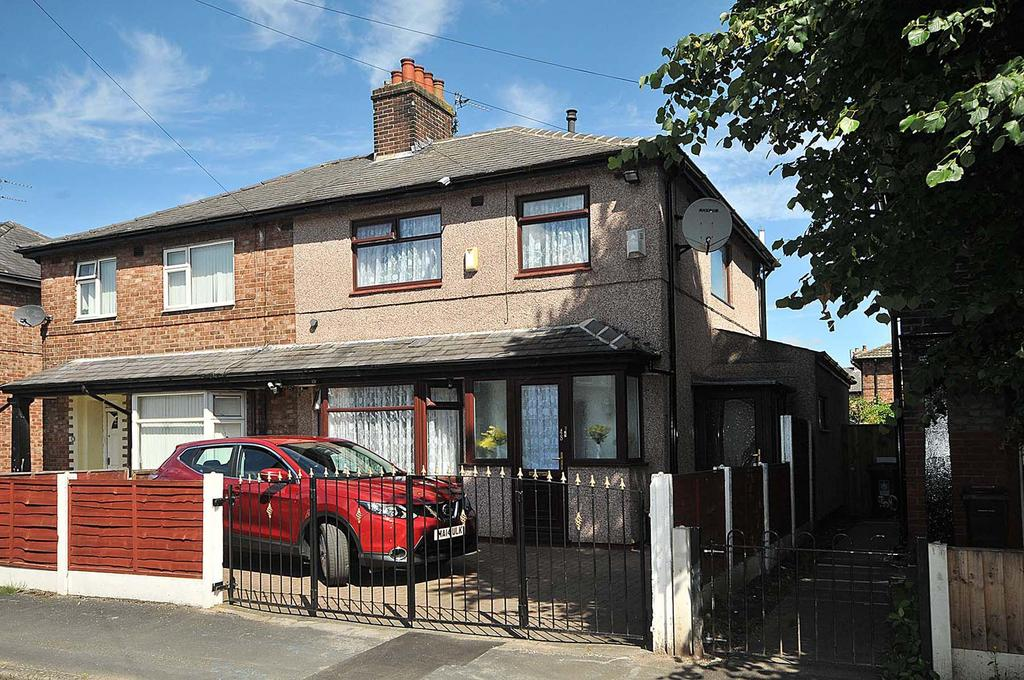 3 Bedrooms Semi Detached House for sale in Broadbent Avenue, Latchford