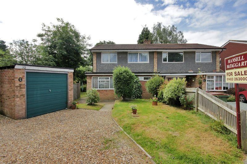 4 Bedrooms Semi Detached House for sale in Wellwood Close, Horsham,