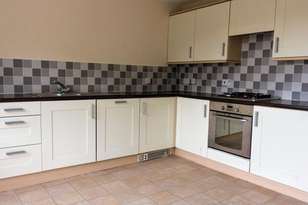 4 Bedrooms Terraced House for sale in Tanner Hill Road, Bradford, BD7