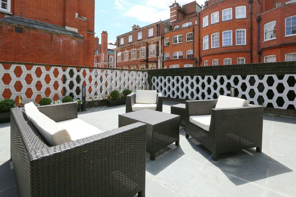 2 Bedrooms Flat for sale in Reeves Mews, Mayfair, London, W1K