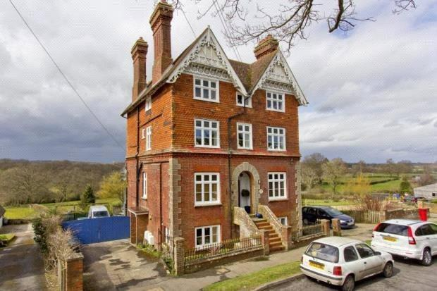 2 Bedrooms Apartment Flat for sale in Salisbury House, High Street, Hartfield, E Sussex