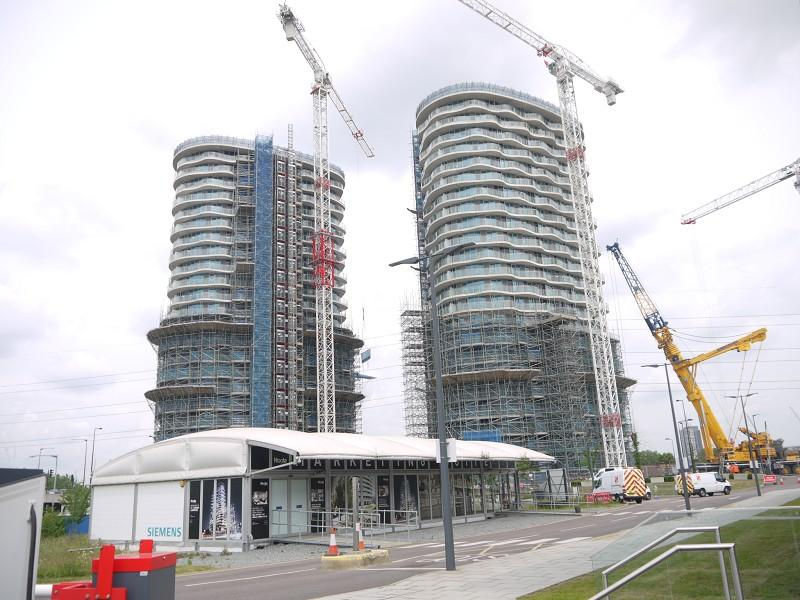 3 Bedrooms Flat for sale in The Hoola Building, Tidal Basin Road, Canning Town, London, Greater London. E16