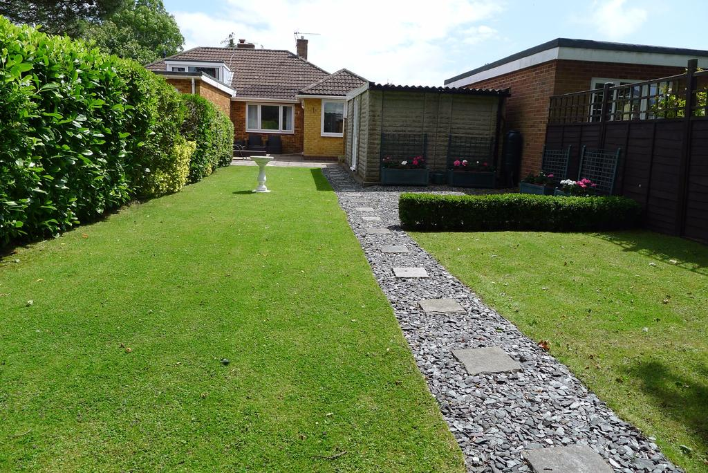 2 Bedrooms Semi Detached Bungalow for sale in CATISFIELD