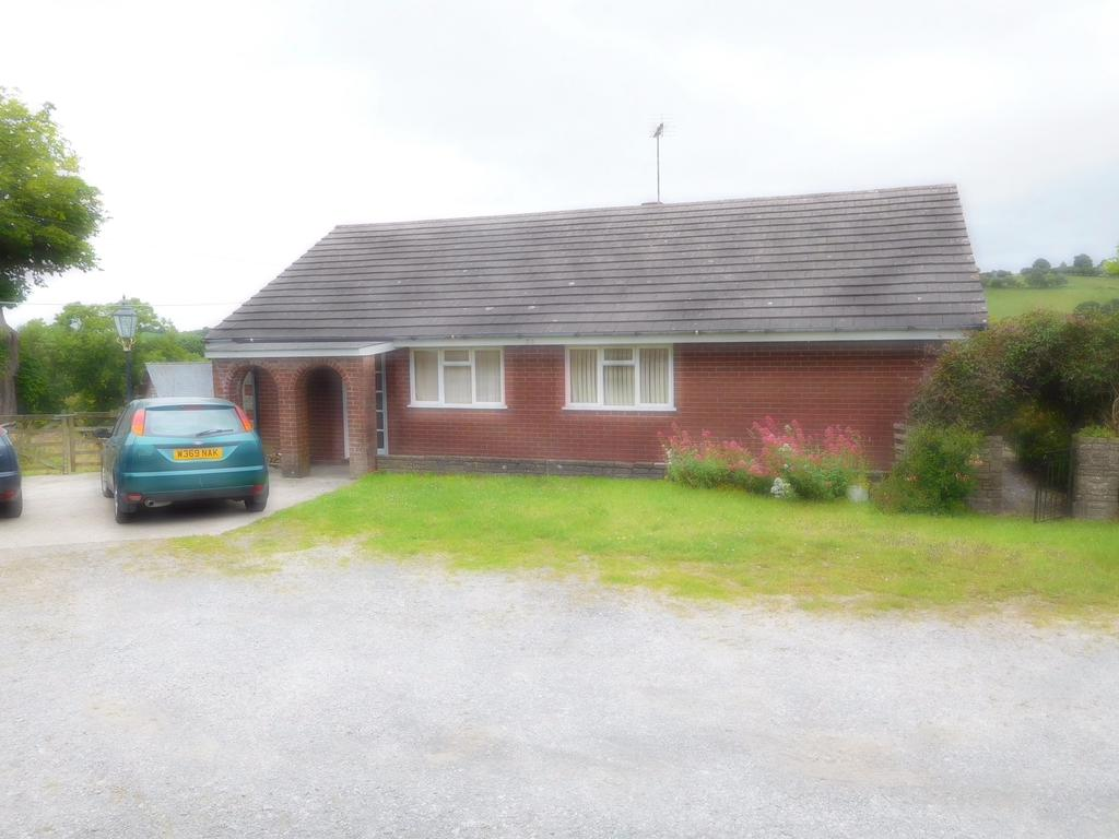 3 Bedrooms Detached Bungalow for sale in RHOS MEIRCH, KNIGHTON LD7