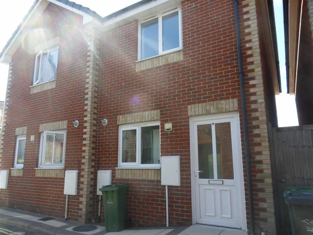 2 Bedrooms House for sale in Laundry Lane, Newport
