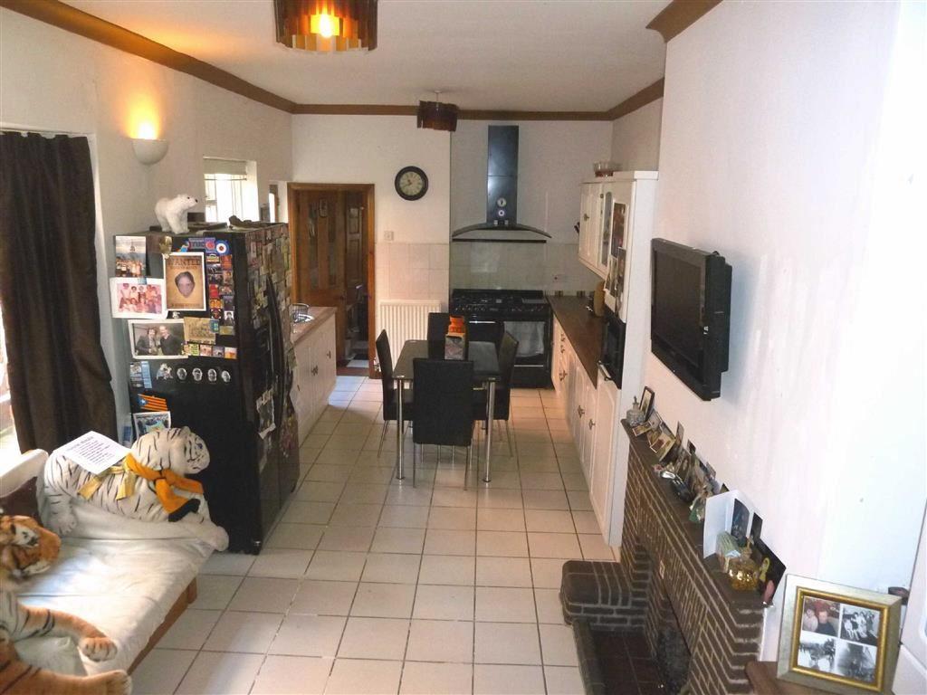 6 Bedrooms Terraced House for sale in Ferriby Road, Hessle, Hessle, HU13