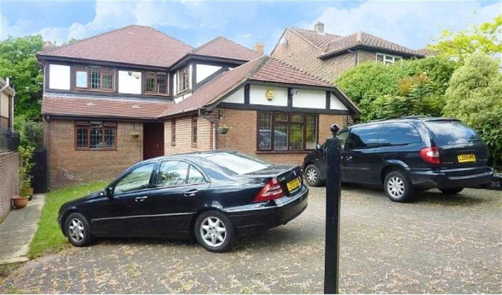 5 Bedrooms Detached House for sale in Barnet Gate Lane, Arkley, Hertfordshire