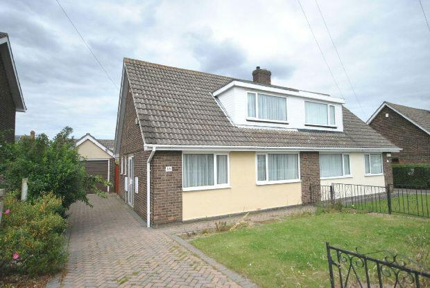 3 Bedrooms Semi Detached Bungalow for sale in Nelson Way, GRIMSBY