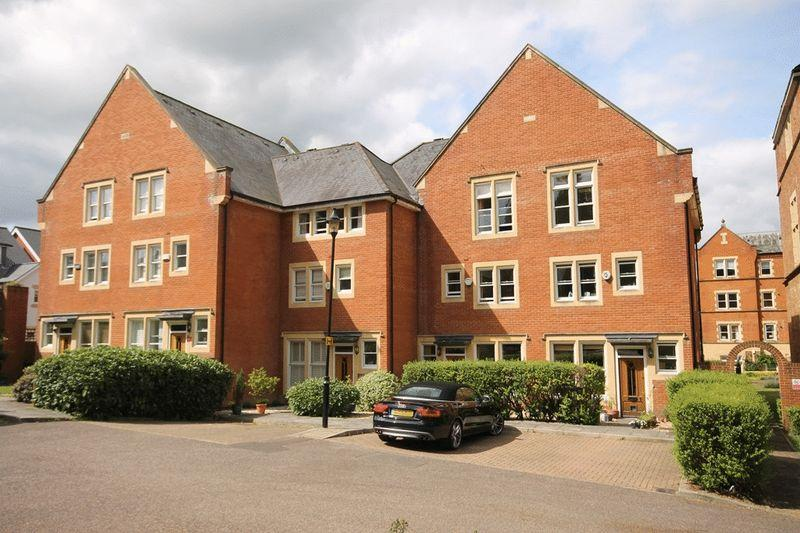4 Bedrooms Terraced House for sale in SOUTH LEATHERHEAD