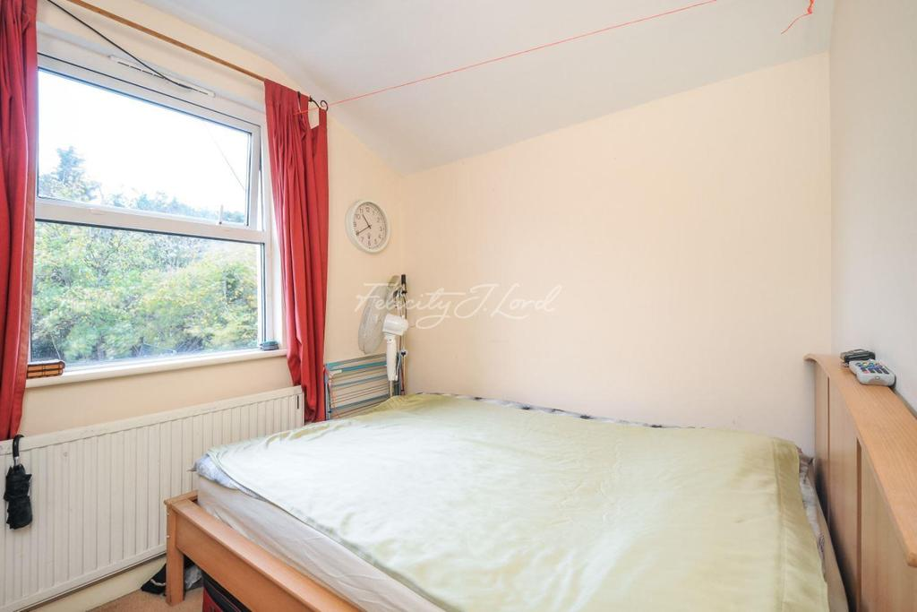 3 Bedrooms Terraced House for sale in Hamilton Road, Brentford TW8