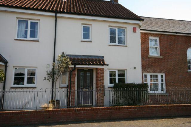 3 Bedrooms Terraced House for rent in Woodbury - Well presented modern terraced home overlooking the Village Green - 3 Month Let
