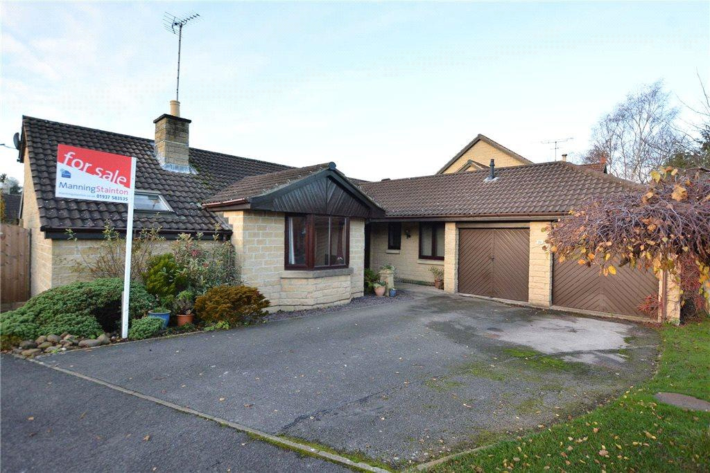 3 Bedrooms Detached Bungalow for sale in Bishopdale Drive, Collingham, Wetherby, West Yorkshire