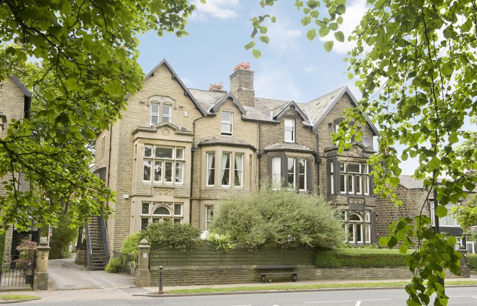 4 Bedrooms Apartment Flat for sale in APARTMENT 1, YORK PLACE, HARROGATE, HG1 5RH