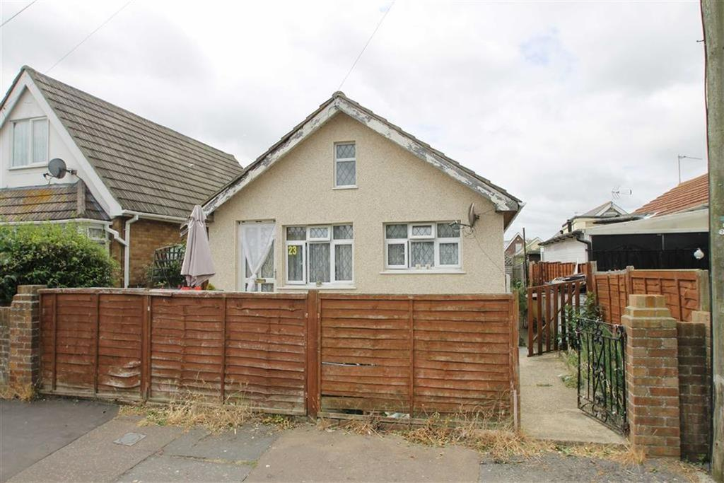 4 Bedrooms Detached Bungalow for sale in Flowers Way, Jaywick