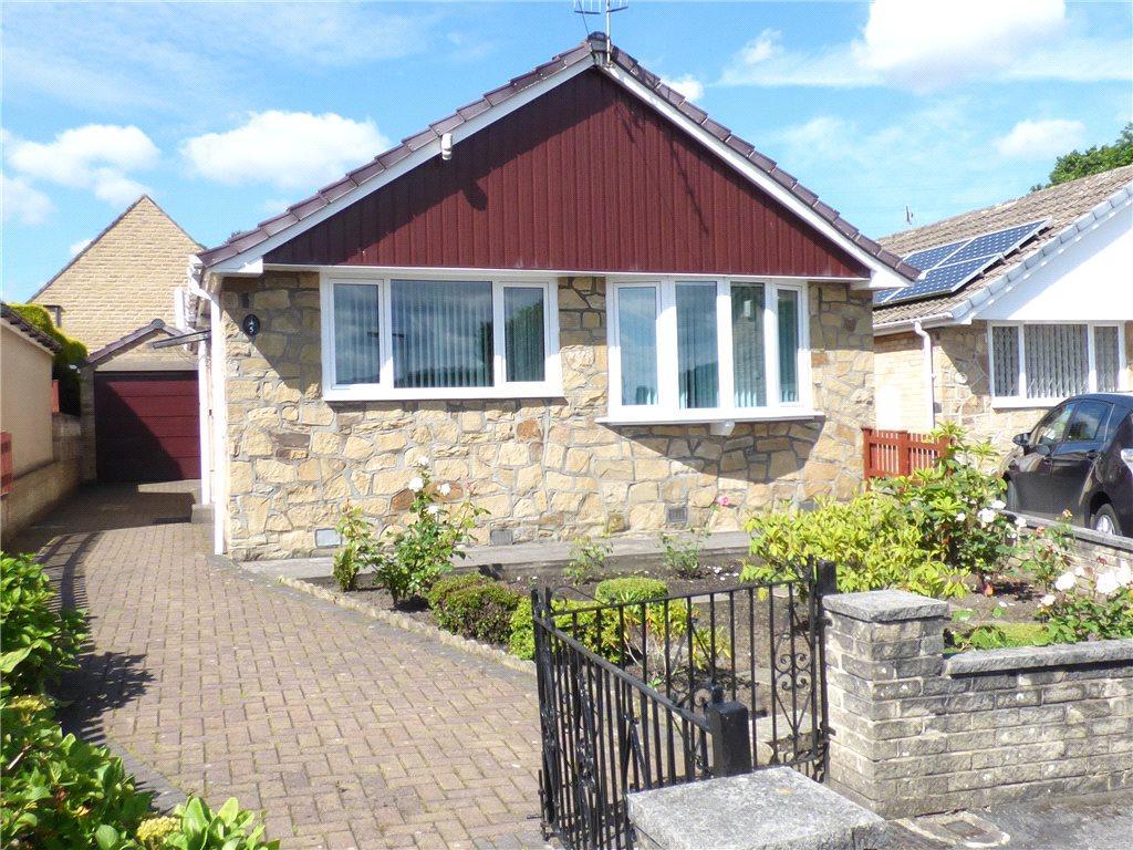 2 Bedrooms Detached Bungalow for sale in Midgeham Grove, Harden, Bingley, West Yorkshire