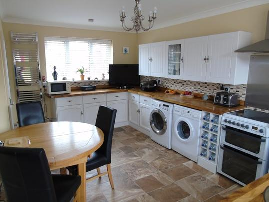 4 Bedrooms Town House for sale in 30 Cromwell Street, Thurnscoe, Rotherham, S63 0HW