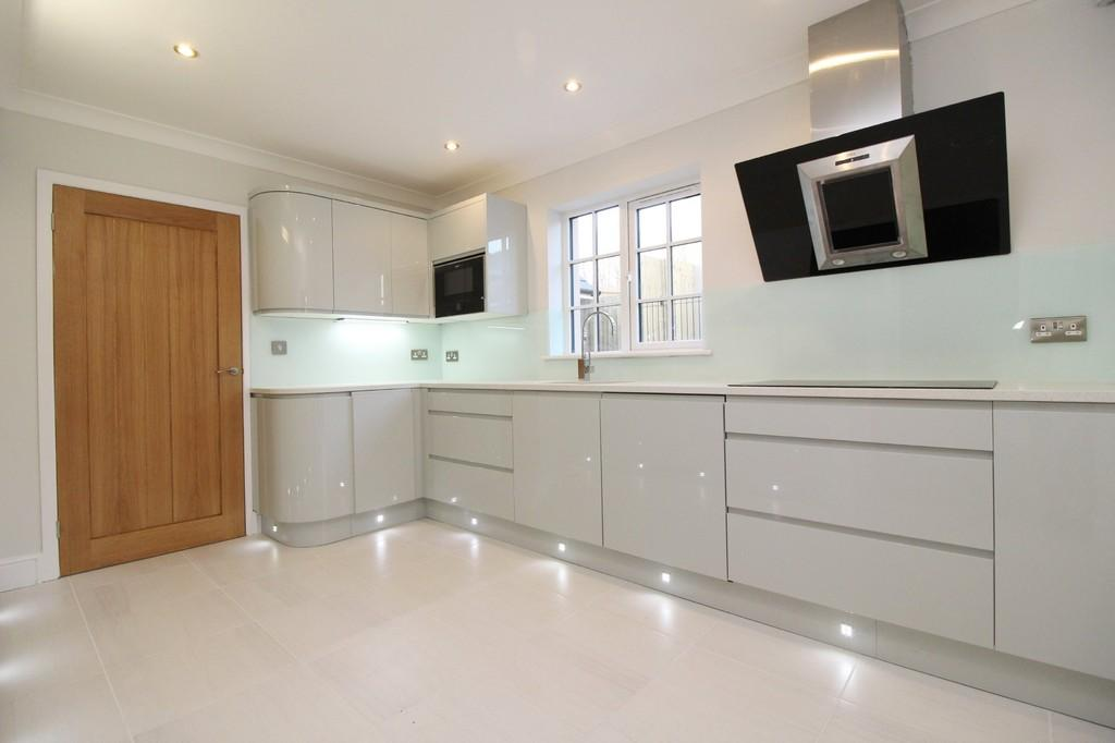 4 Bedrooms Detached House for sale in Cardiff Road, Creigiau