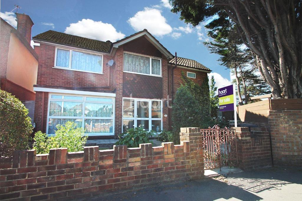 4 Bedrooms Detached House for sale in Whalebone Lane North, Chadwell Heath