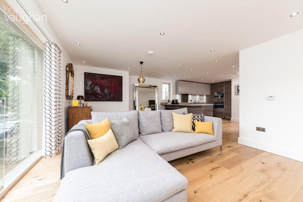 3 Bedrooms Apartment Flat for sale in Innings House, Hove, BN3