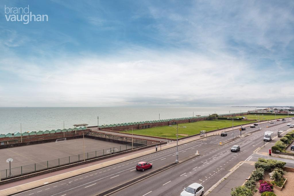 3 Bedrooms Apartment Flat for sale in Langdale Court, HOVE, BN3
