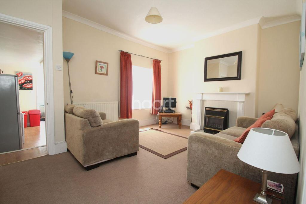 2 Bedrooms Terraced House for sale in West Hill Road