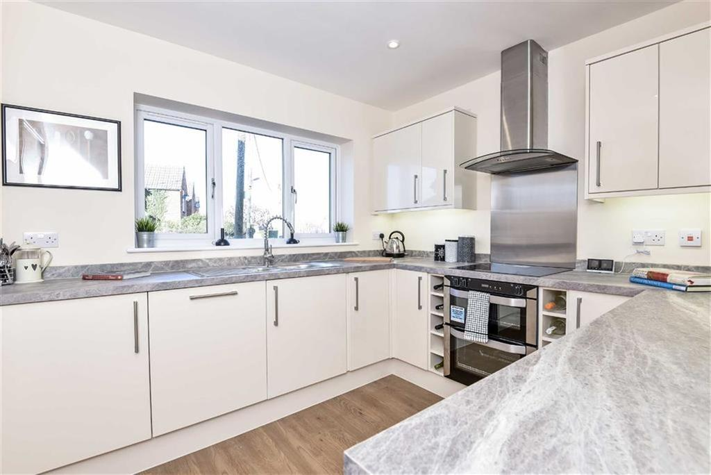 3 Bedrooms Semi Detached House for sale in Church Meadows, Poyle Road, Tongham, Surrey, GU10