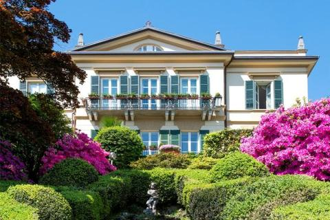 10 bedroom house  - Prestigious Period Villa, Cadenabbia di Griante, Lake Como, Italy