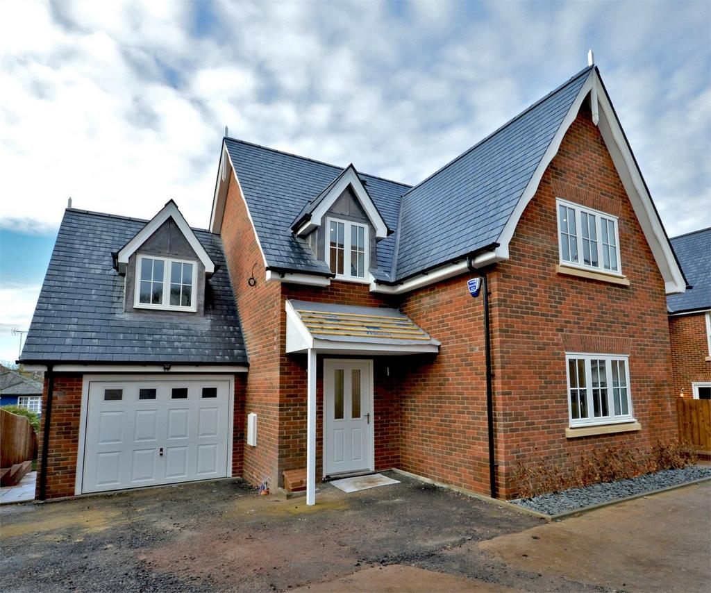 4 Bedrooms Town House for sale in 8a Long Row Close, Thaxted Road, Saffron Walden