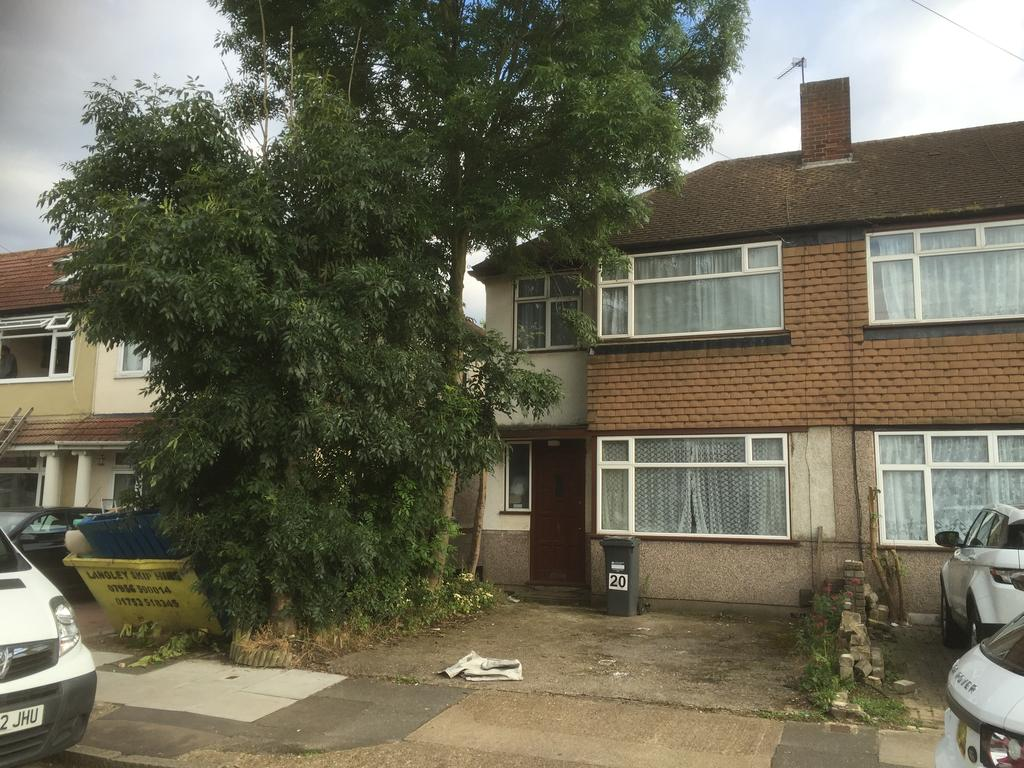 3 Bedrooms End Of Terrace House for sale in Penbury Road, Norwood Green, Southall UB2