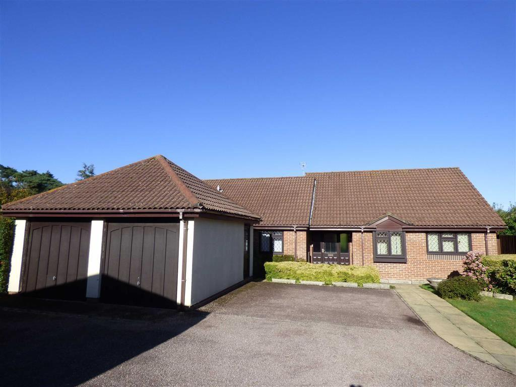 3 Bedrooms Bungalow for sale in Harewood Gardens, Bournemouth, Dorset, BH7