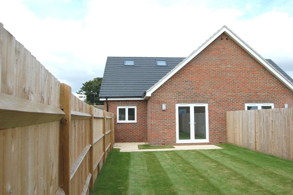 3 Bedrooms Semi Detached House for sale in Renoir Mews, Bersted, Bognor Regis, PO22
