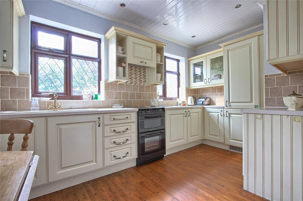 2 Bedrooms Detached Bungalow for sale in Kirkleatham Lane, Redcar