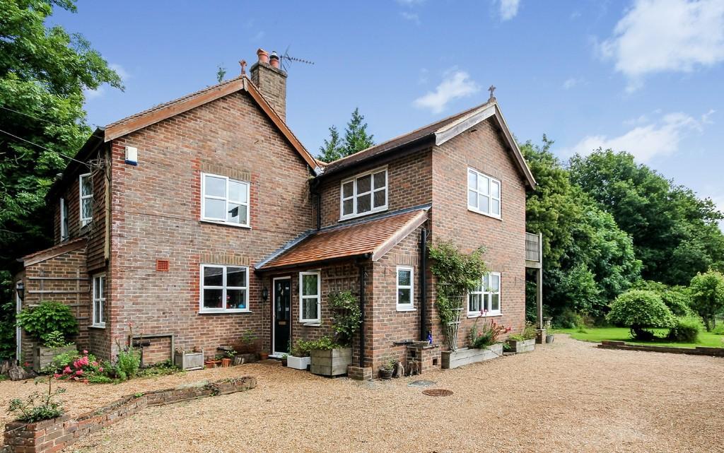 4 Bedrooms Detached House for sale in Burnt Oak Road, Burnt Oak, Crowborough