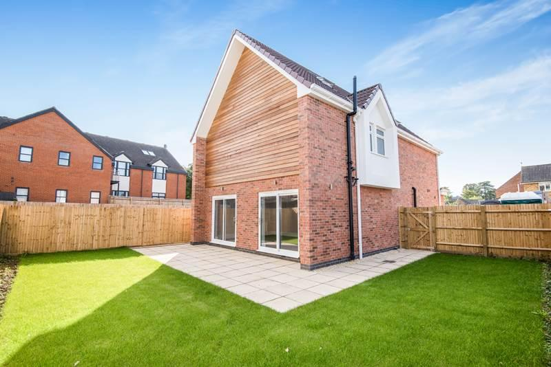 5 Bedrooms Detached House for sale in BOURNE END