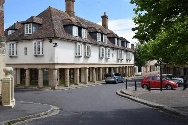 2 Bedrooms Apartment Flat for sale in Middlemarsh Street, Poundbury Village.