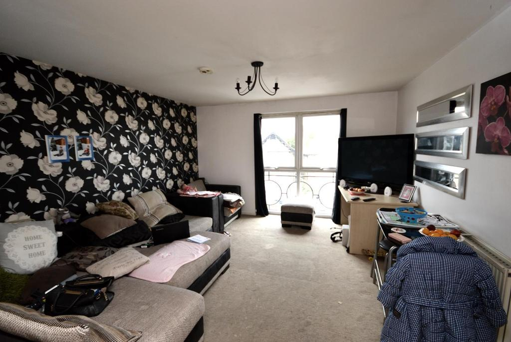 2 Bedrooms Apartment Flat for sale in Burnside Court, South Street, Romford, RM1