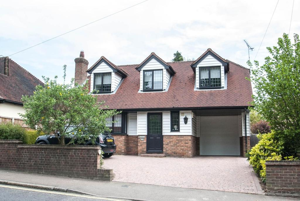 3 Bedrooms Detached House for sale in Ingrave Road, Brentwood, Essex, CM15