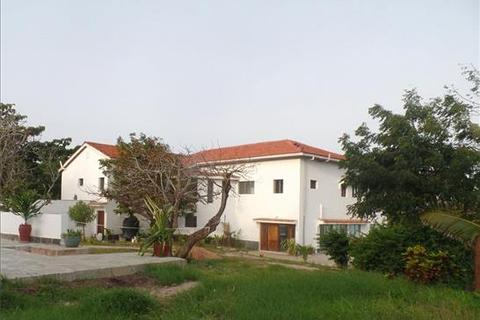 9 bedroom property with land  - Diani Beach